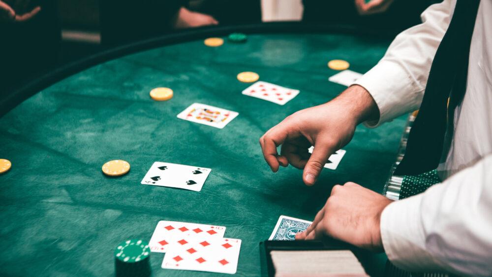 クイーンカジノのボーナスは一体型