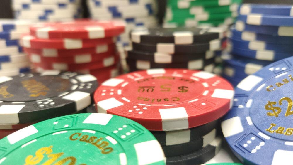 クイーンカジノの入金不要ボーナスのもらい方